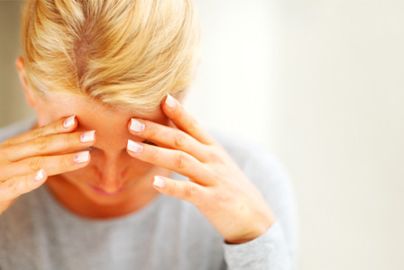 woman-with-migraine-horiz